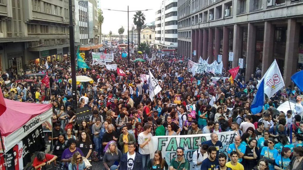 Protest in defense of education in Brazil 4