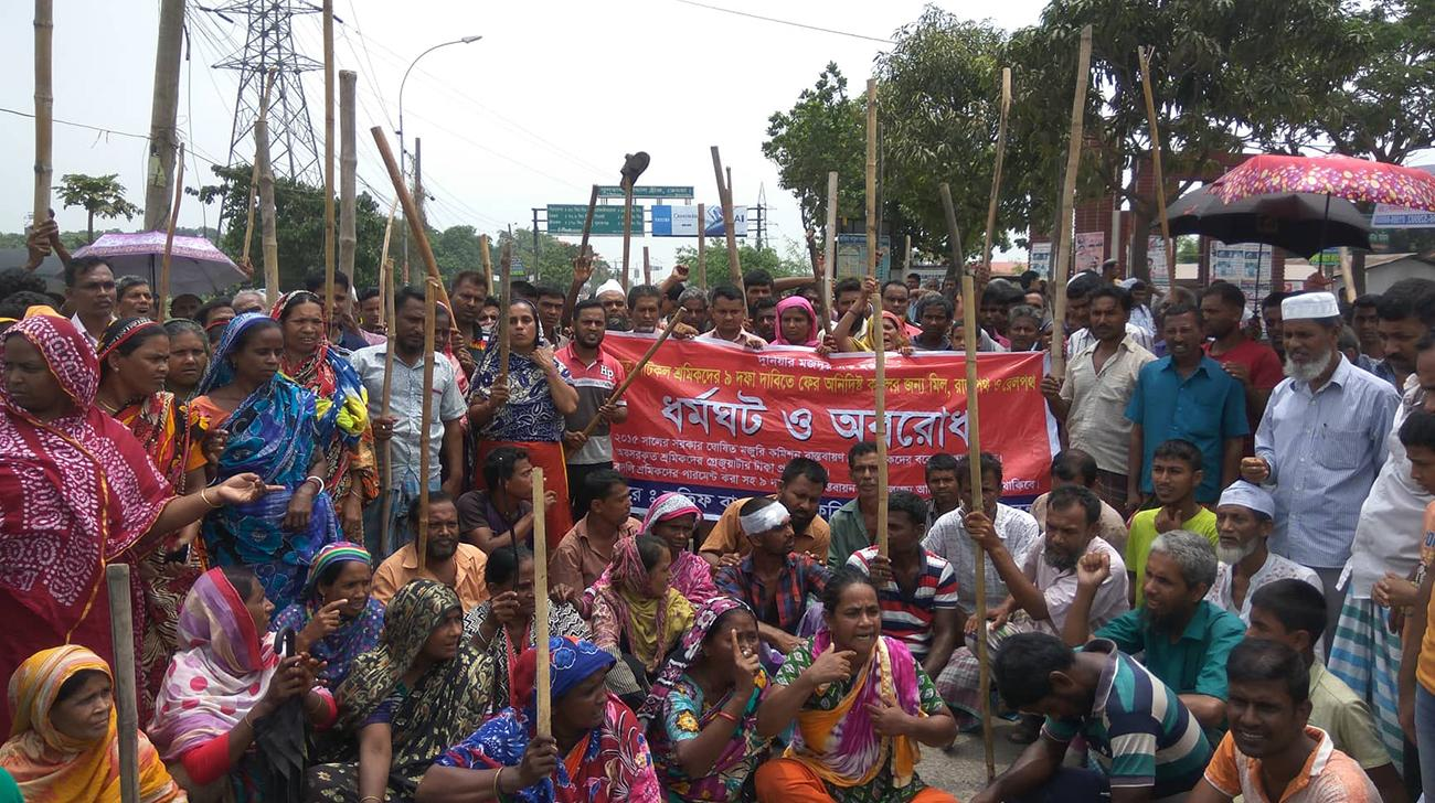 Striking Bangladesh jute mill workers