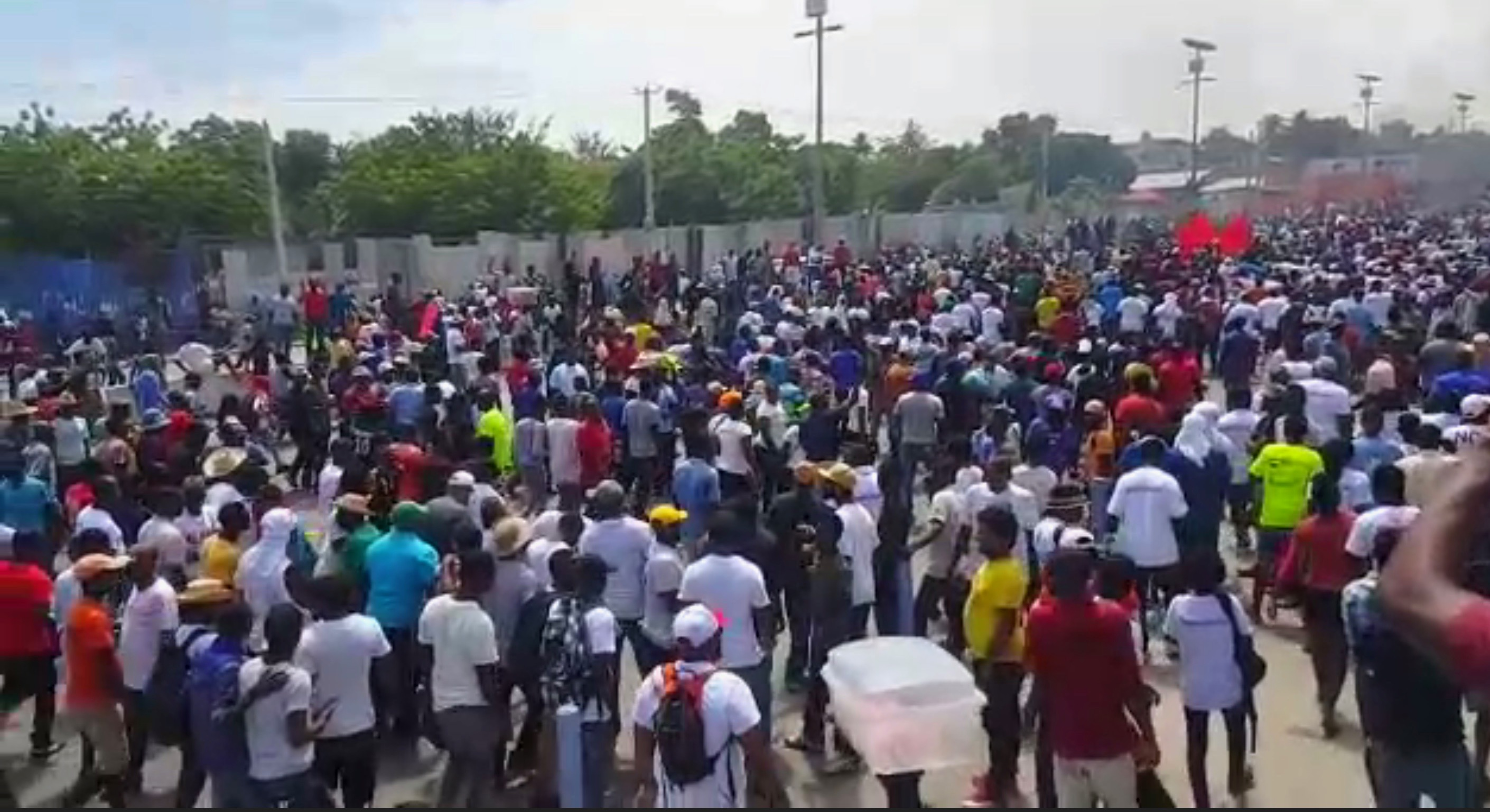 https://peoplesdispatch.org/2019/06/10/haitians-mobilize-in-thousands-demanding-president-moises-resignation/