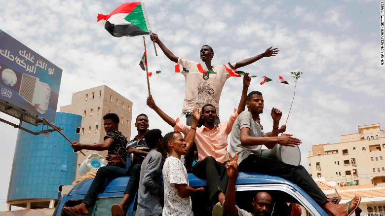 Sudanese civilian protesters, military junta reach agreement on transitional government