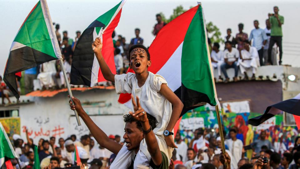 Beware of betrayal by the military, Sudanese Communist Party warns protesters