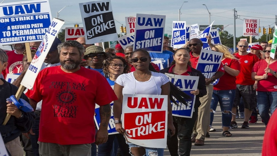 As workers's strike enters fourth week, will General Motors yield?