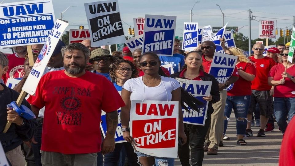 As workers's strike enters fourth week, will General Motors yield?