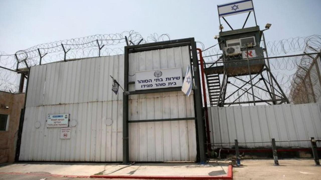 Palestinians hunger strike
