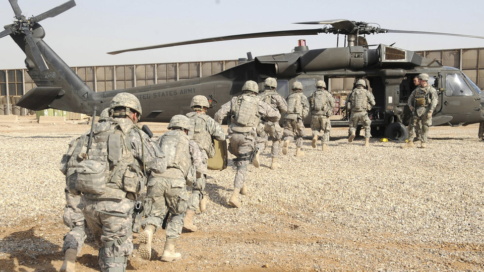 US troops withdraw from base in Iraq