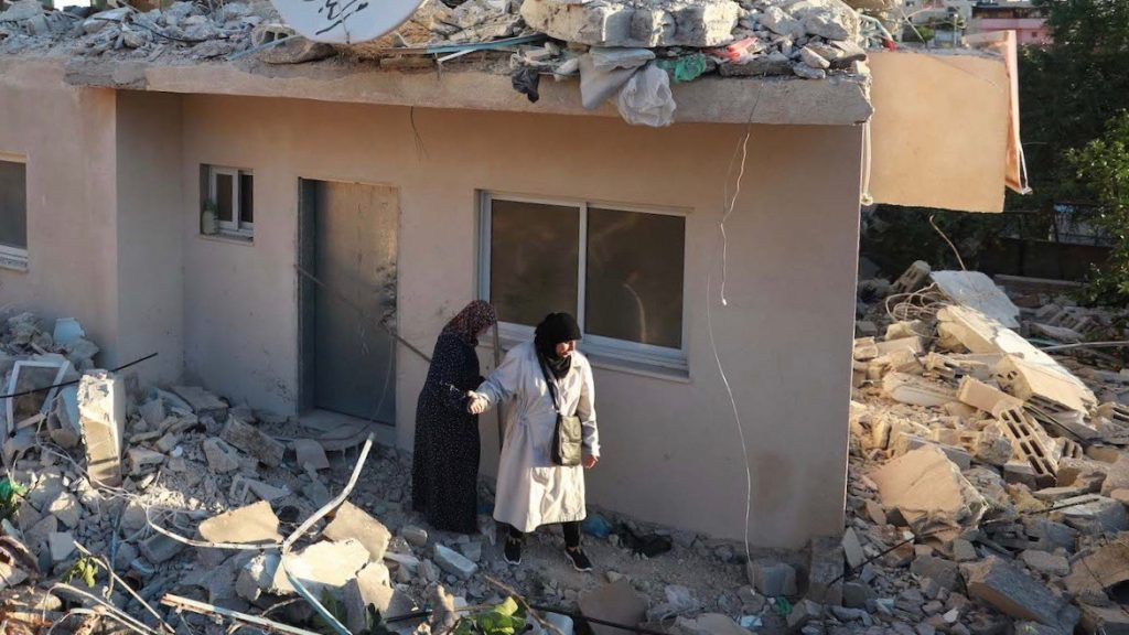 Israel demolishes Palestinian homes