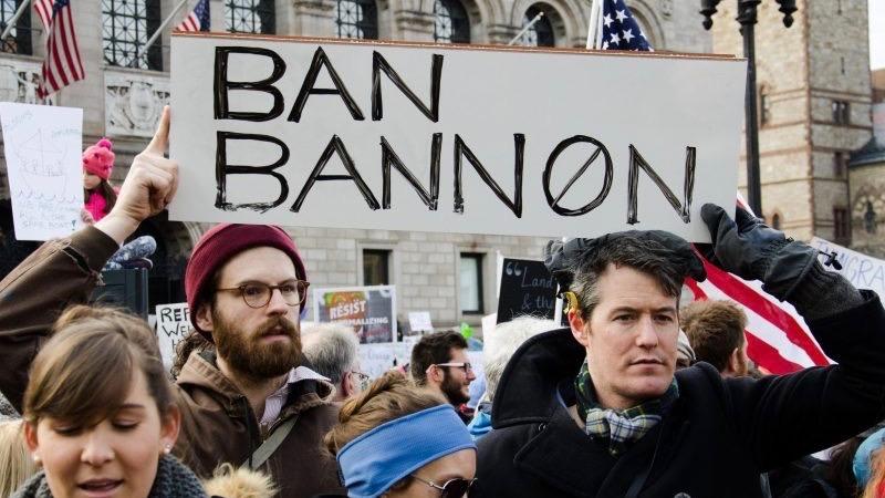 Trump pardons Bannon