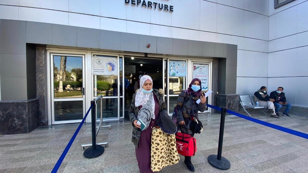 Egypt opens Rafah border